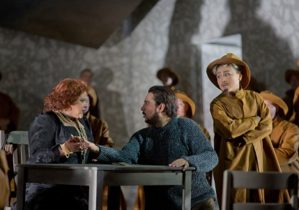 Fortune telling with King in disguise, all images MetOpera/ Ken Howard