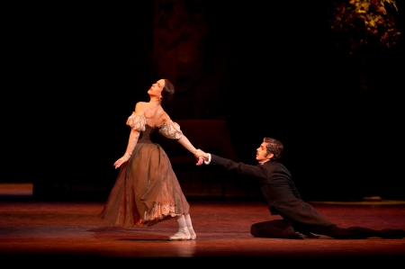 Morera and Bonelli in Act III, all images ROH/ Bill Cooper