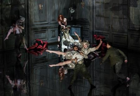 Medea conjures confusion, all images ENO/ Clive Barda
